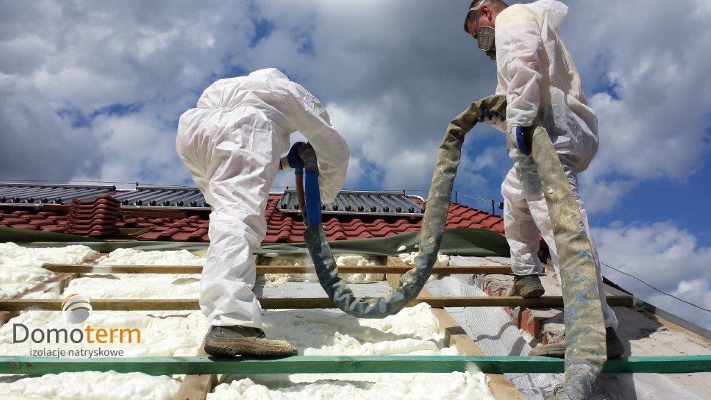 Ocieplanie dachu pianą